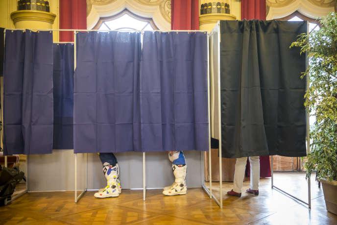Election présidentielle 2017, premier tour au bureau de vote à l'hôtel de ville du Touquet (Pas-de-Calais).