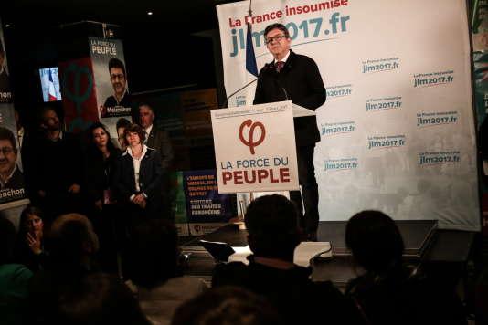 Jean-Luc Mélenchon s'exprime devant ses partisans, au Belushi's, à Paris, au soir du premier tour de la présidentielle.