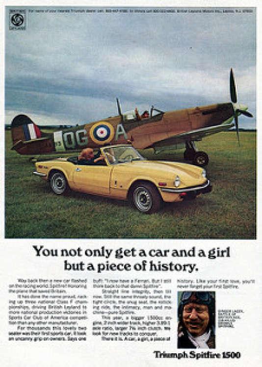 Sur cette publicité de 1973, la Triumph Spitfire pose à côte de son homonyme, héros de la RAF.