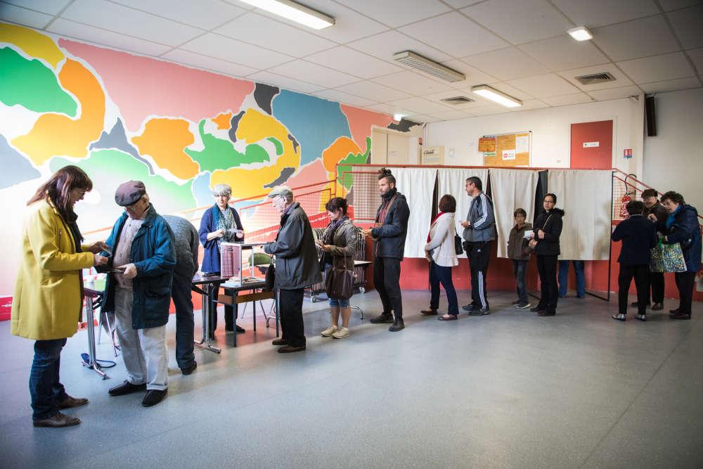 Présidentielle : dans les bureaux de vote les images dune forte