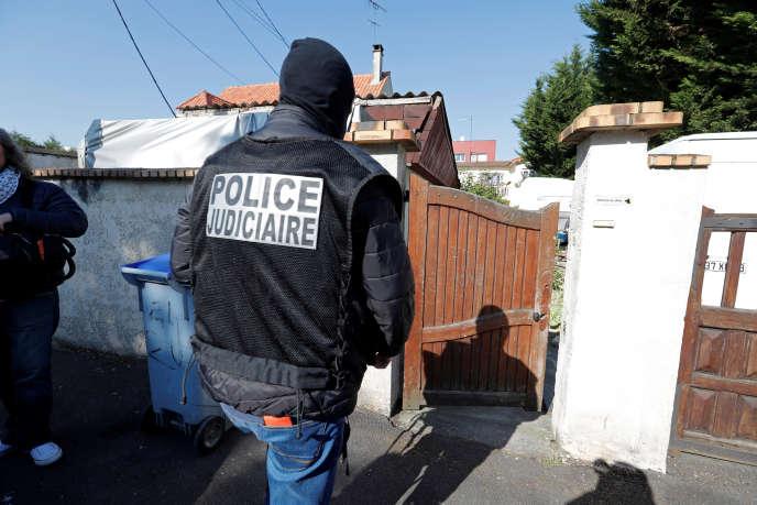 Perquisition au domicile de Karim Cheurfi, vendredi 21 avril à Chelles (Seine-et-Marne).