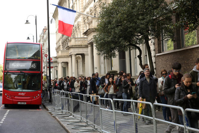 Les expatriés français faisaient la queue pour voter à Londres dimanche 23 avril 2017.