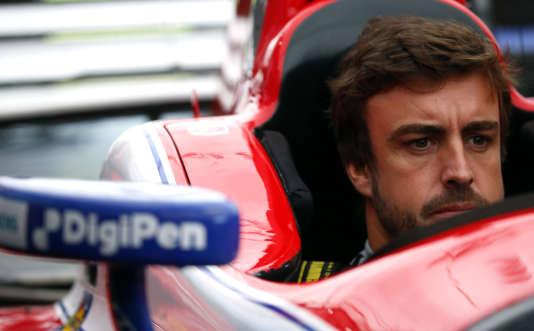Premier contact avec une monoplace d'IndyCar pour Fernando Alonso, le 23 avril à Barber (Etats-Unis).