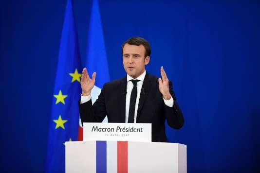 Le candidat du mouvement En Marche !, Emmanuel Macron, lors de son discours auParc des Expositions à Paris, le 23 avril, après l'annonce des résultats du premier tour.