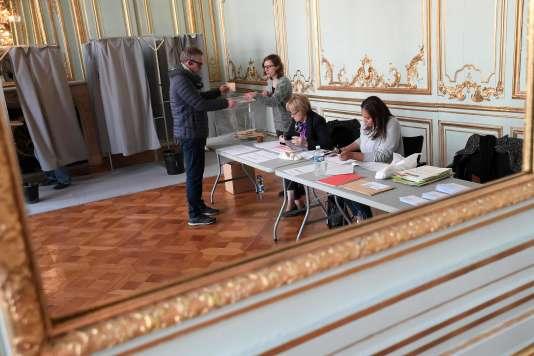 Dans un bureau de vote de Strasbourg le 23avril.