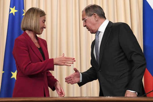La chef de la diplomatie européenne, Federica Mogherini, et son homologue russe, Sergueï Lavrov, le 24 avril à Moscou.
