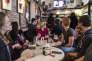 Déception chez des supporters de Jean-Luc Mélenchon à l'annonce des résultats au Bar La Boulangerie à Lille, le 23 avril.