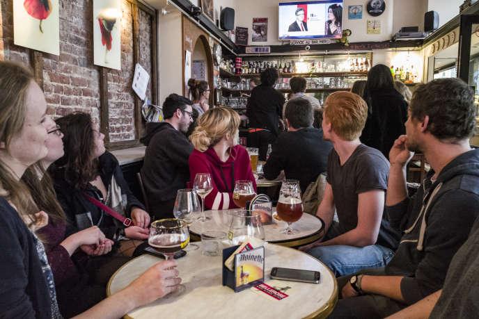 Le 23avril, dans le bar La Boulangerie, à Lille, où Jean-Luc Mélenchon est arrivé premier.