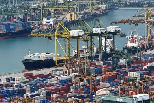 L'épreuve de SES à Pondichéry a notamment porté sur le commerce international. / AFP / ROSLAN RAHMAN