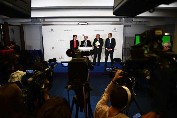 Les principaux responsables du parti LesRépublicains, lundi 24 avril à Paris.