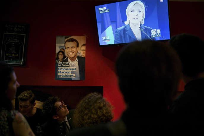 Au bar le JGO, QG des militants d'En marche ! de Toulouse, au soir du premier tour de l'élection présidentielle, dimanche23 avril.