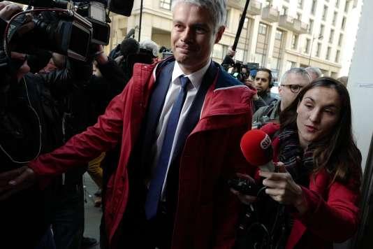 Laurent Wauquiez à son arrivée au siège du parti Les Républicains, au lendemain de l'élimination de François Fillon au premier tour de l'élection présidentielle, le 24avril.