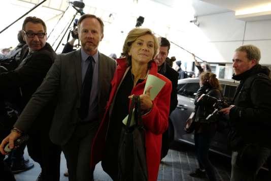 Valérie Pécresse à son arrivée au siège du parti LesRépublicains, lundi 24 avril, où le parti tenait un comité politique d'après premier tour.