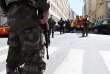 Soldats, policiers et pompiers participent à une perquisition à Marseille, le 18 avril.