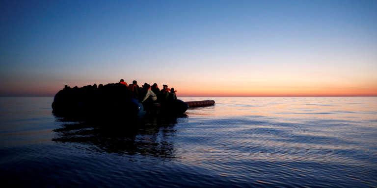 Un bateau de migrants au large des côtes libyennes, le 15 avril 2017.