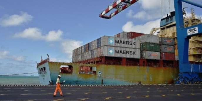Un porte-conteneurs dans le port de Djibouti, le 5 mai 2015.