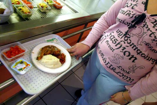 Pour les enfants pauvres aux Etats-Unis, pour avoir un repas chaud, il faut parfois faire le ménage ou supporter certaines marques distinctives et humiliations.