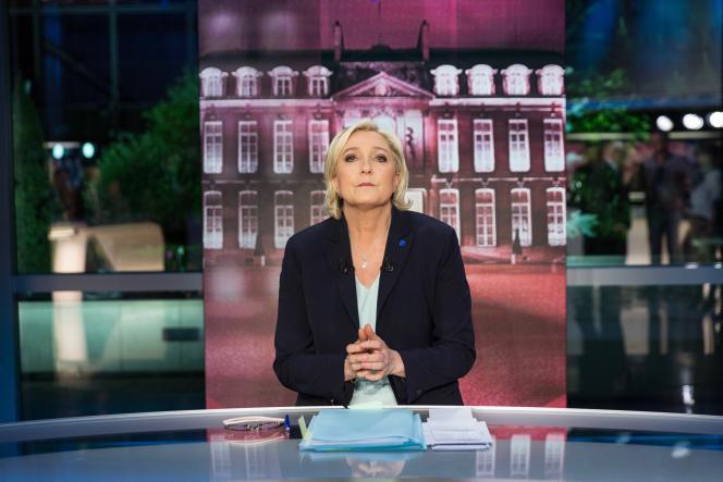 Marine Le Pen dans l'émission de TF1« Elysée 2017», le 25 avril.