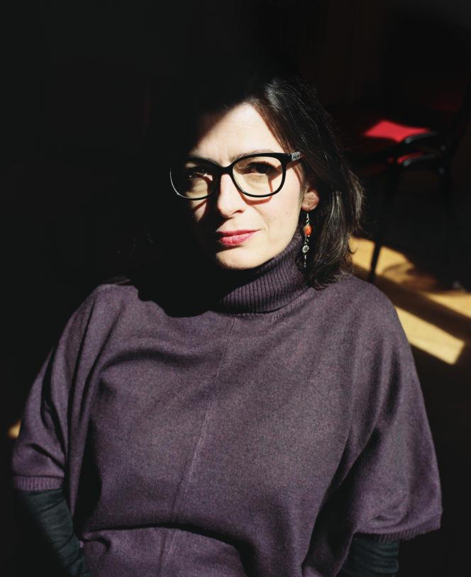 «L'International Visual Theatre a été créé pour mener des recherches théâtrales et faire redécouvrir aux sourds la beauté, la richesse et la finesse de leur langue», explique Emmanuelle Laborit, 45 ans, qui en est la directrice depuis 2004.