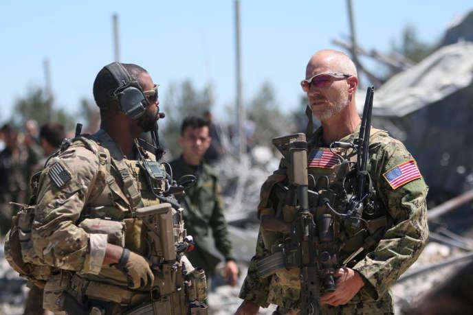 Des militaires américains au quartier général des YPG à Karachok pris pour cible par l'aviation turque, le 25 avril 2017.