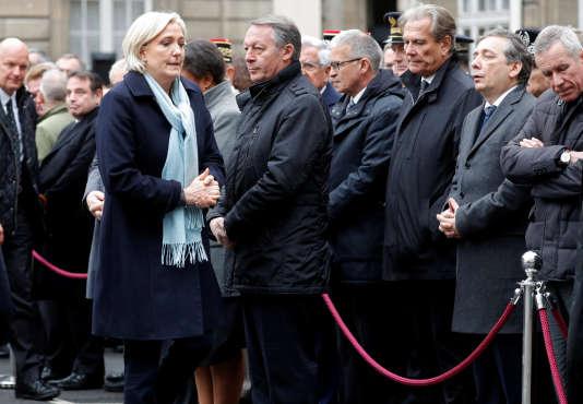 Marine Le Pen, candidate du Front national à la présidentielle, a participé le 25 avril à la cérémonie d'hommage au policier tué sur les Champs-Elysées.