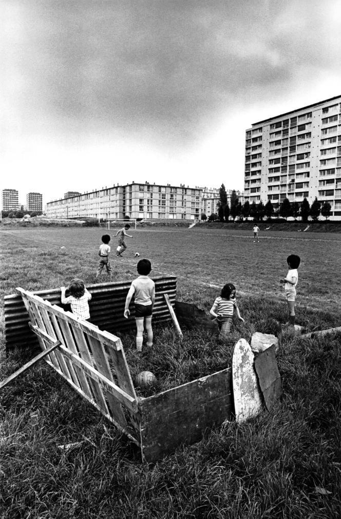 Dans une cité de Sarcelles (Val-d'Oise), vers 1960.