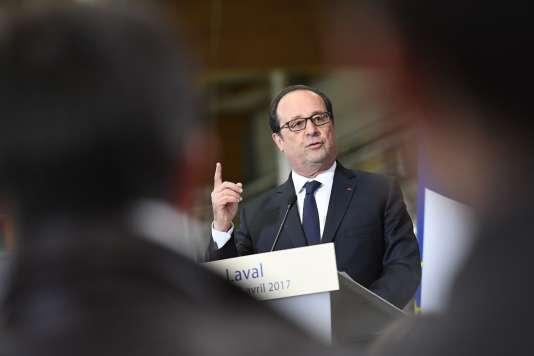 François Hollande à Laval le 25 avril.