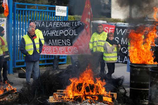 Piquet de grève à l'usine Whirlpool d'Amiens, le 26 avril 2017.
