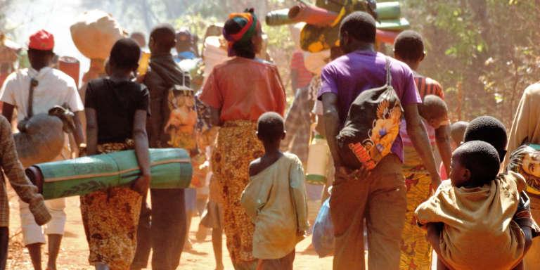 En octobre 2015, des Burundais fuient la répression des manifestations qui ont suivi la réélection contestée pour un troisième mandat du président Pierre Nkurunziza.