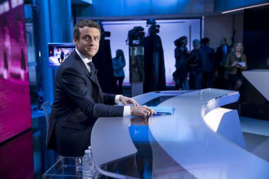 Emmanuel Macron sur le plateau de TF1 pour l'émission Elysée 2017 à Boulogne, le 27 avril.