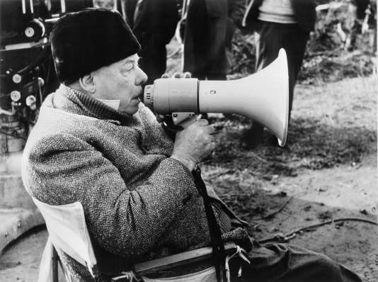 Photo de Jean Renoir prise en 1962, à Paris, sur le tournage de son film « Le Caporal épinglé».