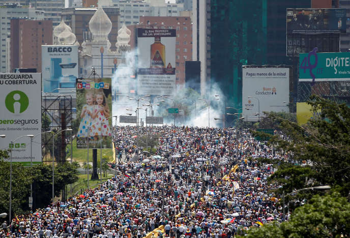 Manifestation à Caracas, au Venezuela, le 26 avril.