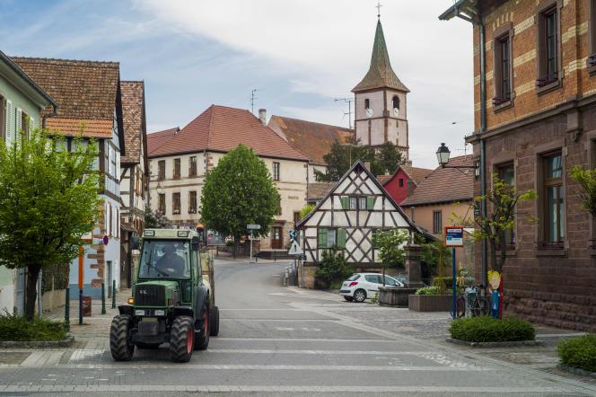 Village, mairie et église. Balbronn, Bas-Rhin, 25 avril 2017.