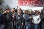 Les ouvriers en grève à l'usine Whirpool d'Amiens lors de la visite d'Emmanuel Macron le 26 avril.