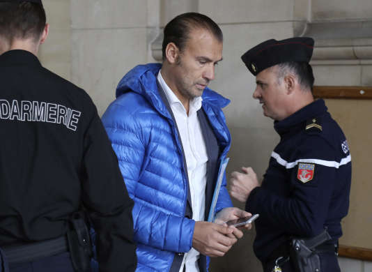 Le gérant du Casa Nostra, Yann Abdelhamid Mohamadi, mercredi 26 avril, au Palais de justice de Paris où il était jugé pour avoir divulgué des images de vidéosurveillance de la fusillade qui s'était déroulée dans sa pizzeria le 13 novembre 2015.