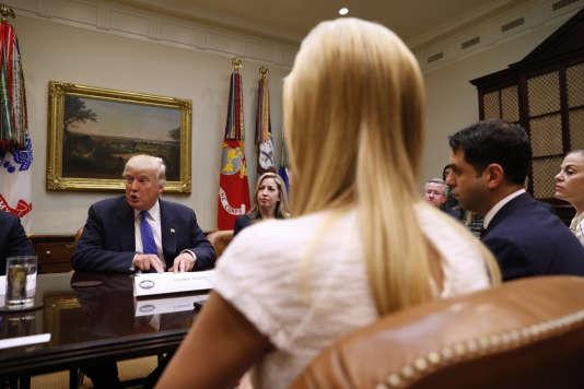 Le président Donald Trump et sa fille Ivanka lors d'une réunion à la Maison Blanche, le 23 février 2017.