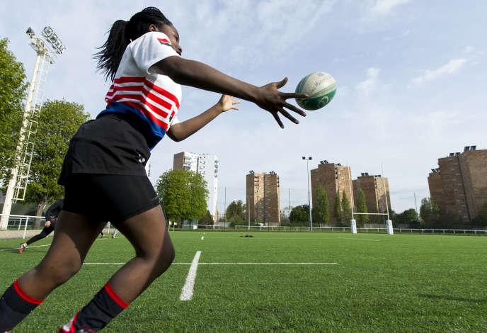 Le 5 avril. Entraînement des cadettes du club de rugby de Bobigny.