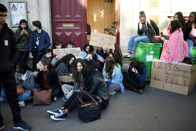 Devant le lycée Arago, à Paris (12e), jeudi27 avril.