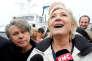 Le député du Front national Gilbert Collard et Marine Le Pen au Grau-du-Roi (Gard), le 27 avril.