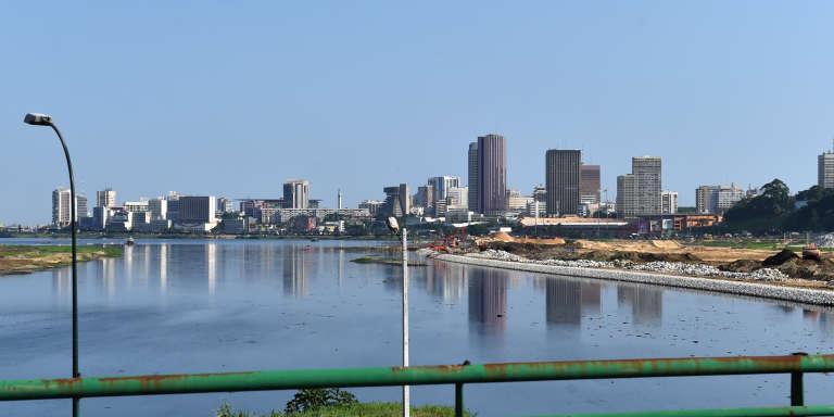 Vue du Plateau, le quartier des afffaires d'Abidjan, depuis la lagune.