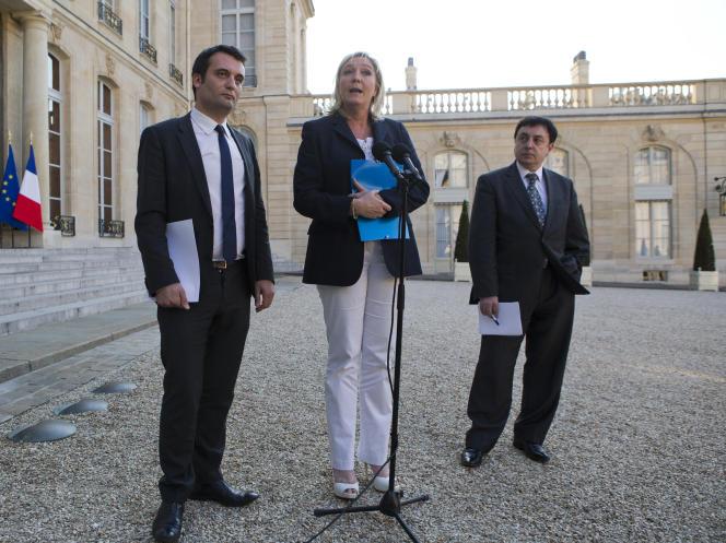 Marine Le Pen, présidente du Rassemblement national (RN) et ses vice-présidents d'alors Jean-François Jalkh (à droite) et Florian Philippot (à gauche), à l'Elysée, en mai 2014.