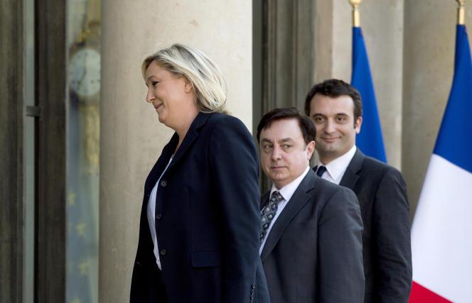 Jean-François Jalkh (au centre) au palais de l'Elysée en compagnie de Marine Le Pen et Florian Philippot, le 16 mai 2014.