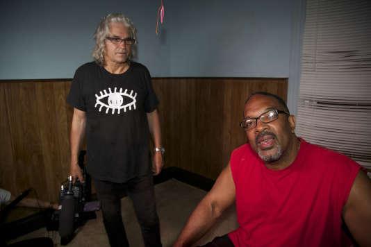 Lech Kowalski et Kevin, surnommé «Smitty», après le tournage. Kevin, 60ans, a été condamné pour meurtre et veut retourner en prison pour y passer ses vieux jours car il ne peut survivre dans les rues d'Utica sans emploi.