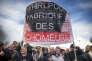 Emmanuel Macron, candidat du mouvement En Marche!, rencontre les ouvriers en grève à l'usine Whirpool à Amiens, mercredi 26 avril 2017.