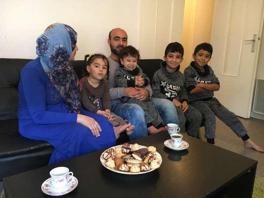 Norah et Nazir Alabass sont arrivés avec leurs quatre enfants – Abdulhasseem, Ahmad, Sondos et Bashir – dix jours après les Moselli.