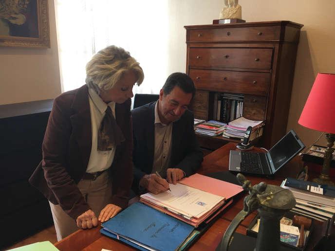 Bernard Bros, maire socialiste de Carbonne (Haute-Garonne), et Mireille Grandet, adjointe chargée du social, ont répondu immédiatement à l'appel du gouvernement pour accueillir des réfugiés.