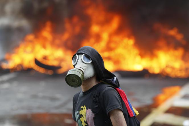 Manifestation contre le régime du président Nicolas Maduro à Caracas, lundi 24 avril.
