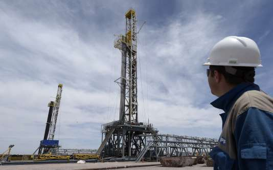 Exploration des gaz de schiste de la compagnie publique Yacimientos Petroliferos Fiscales, à Vaca Muerta (Argentine).