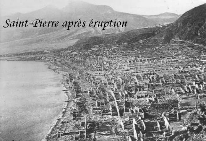 La ville de Saint-Pierre, en Martinique, après l'éruption de la montagne Pelée, en 1902