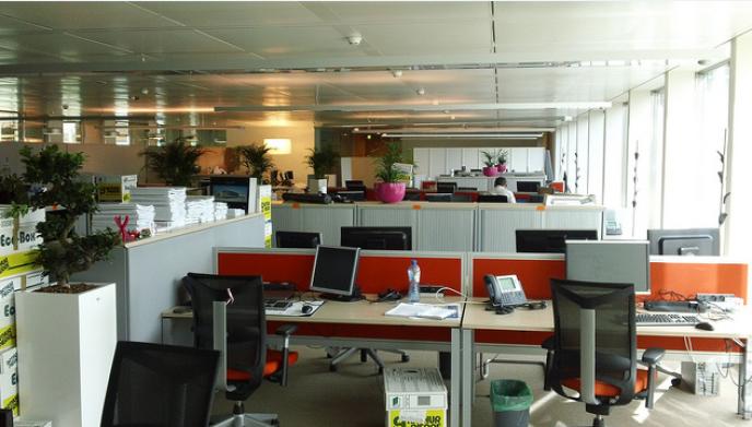 «Symptomatique, cet entêtement des dirigeants pour les open spaces, où les salariés, de plus en plus serrés, voient leurs conditions de travail se dégrader en raison du bruit»